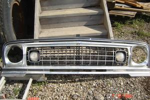 Southern Truck is selling a OEM grille for a Jeep Wagoneer.