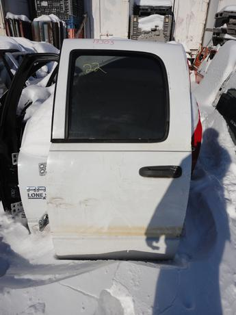 02-09 DODGE CREW CAB DRIVERS REAR MANUAL COMPLETE DOOR. GOOD CONDITION, SCUFFS AND SCRATCHES. #13303