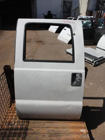 2008 2009 2010 2011 2012 2013 2014 2015 FORD SUPER DUTY CREW CAB DOOR. MANUAL WINDOW, COMPLETE DOOR. DAMAGED- DENTS ON THE FACE AND WINDOW PILLAR. #13490