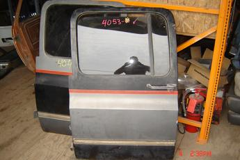 73 - 91 Chevrolet Suburban Left Side OEM Power Secondary Door Complete.  A few very small dings, door has blister on the bottom.  Grey interior.