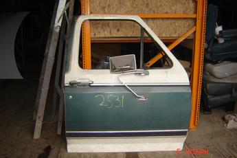 1980 1981 1982 1983 1984 1985 1986 Ford Right side OEM manual door.  Door has a ding in the middle of it.  No vent window.  Green & white exterior.