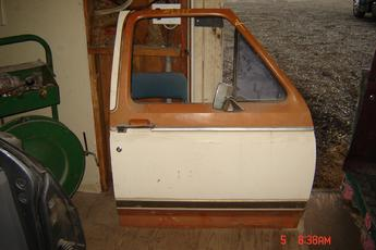 1980 1981 1982 1983 1984 1985 1986 Ford Right Side Manual OEM door.  Door has some lower damage, lower seam has some surface rust, speaker hole cut out.  Brown & white exterior color, tan interior.