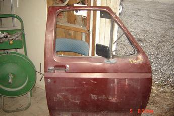 1980 1981 1982 1983 1984 1985 1986  Ford Right Side OEM Manual door.  Vent window missing, dents along top & front edge, light dents in center.  Exterior color is burgundy, interior is tan.