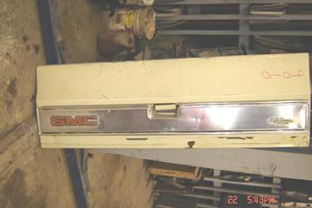 1973 1974 1975 1976 1977 1978 1979 1980 1981 1982 1983 1984 1985 1986 1987 GMC tailgate complete with all hardware.  Tailgate in good condition, some small dings & scratches, has center trim piece.