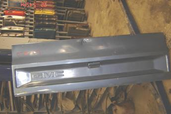 1973 1974 1975 1976 1977 1978 1979 1980 1981 1982 1983 1984 1985 1986 1987 GMC tailgate complete with all hardware.  Dented on top middle and top,