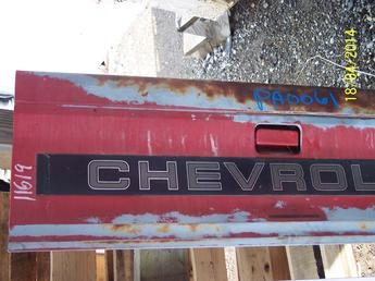 1982 1983 1984 1985 1986 1987 1988 1989 1990 1991 1992 1993 Chevrolet S10 GMC complete tailgate with all the hardware.  Some surface rust, paint is sunfaded, some scratches.  Inventory #11619.