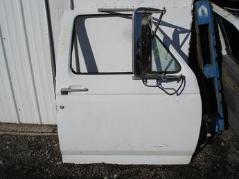 1987 1988 1989 1990 1991 1992 1993 1994 1995 1996 1997 Ford right manual door complete with glass and all hardware.  Door has west coast mirrors.  Door has 3 minor dings on leading edge and body line near the mirror mount.  Front edge has paint chips and scratches in paint.  White exterior and grey interior panel.  Reference inventory #6850 when inquiring.