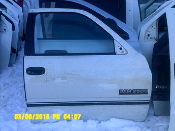 1994 1995 1996 1997 1998 1999 2000 2001 Dodge Ram regular cab, passenger side power complete door.  Excellent overall condition, a couple small dents in the center of the door, paint fading along top of the door.  Scuffs & scratches throughout the face of the door.  Inventory #12221.