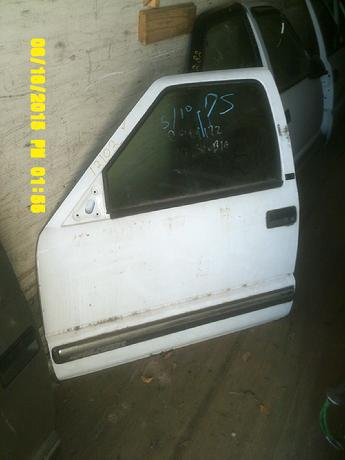 1994 1995 1996 1997 1998 1999 2000 2001 2002 2003 2004 Chevrolet S10 GMC Sonoma drivers side power door with no interior door panel.  Very good condition, some scuffs & scratches in the door, a dent in the middle of bottom seam.  Inventory #12102.