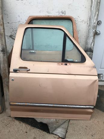 1995 1996 1997 FORD PASSENGER FRONT DOOR. FRONT EDGE IS BENT UP. RUST FREE, POWER WINDOW. #14493