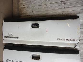 1999 2000 2001 2002 2003 2004 2005 2006 CHEVY TAILGATE, FAIR CONDITION- BIG DENT ABOVE THE HANDLE. #13565
