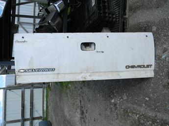 1999 2000 2001 2002 2003 2004 2005 2006 CHEVY TAILGATE. GREAT CONDITION- A COUPLE SMALL DINGS ON THE TOP RAIL. MISSING HANDLE. RUST FREE. #14429