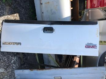 1999 2000 2001 2002 2003 2004 2005 2006 CHEVY/GMC TAILGATE. DING ABOVE HANDLE AND CREASE BELOW HANDLE. RUST FREE #14469
