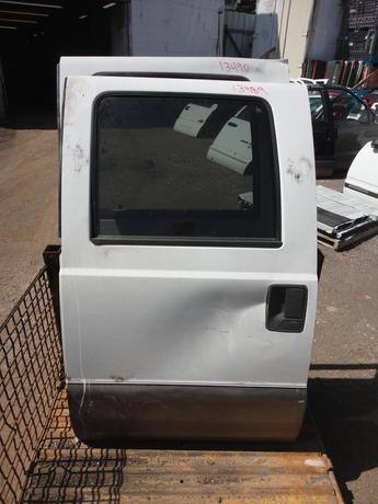 1999 2000 2001 2002 2003 2004 2005 2006 2007 FORD SUPER DUTY CREW CAB DOOR, POWER WINDOW, COMPLETE. GOOD CONDITION- LARGE DENT IN THE CENTER OF THE DOOR. #13489