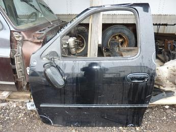 1997 1998 1999 2000 2001 2002 2003 Ford F150 drivers complete power door with glass and hardware.  Has several little dents, scratches and scuffs in paint.  Inventory #11540.