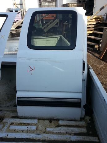 1999 2000 2001 2002 2003 2004 2005 2006 2007 Chevrolet GMC passenger side extended cab complete door.  Some scuffs and scratches, large shipping scuff.  Inventory #11751.
