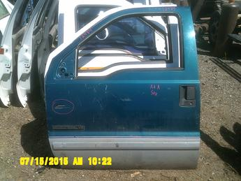1999 2000 2001 2002 2003 2004 2005 2006 2007 Ford Superduty drivers side complete power door.  Dent in the front middle, damage on front lower corner.  Inventory #12484.