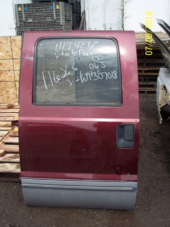 1999 2000 2001 2002 2003 2004 2005 2006 2007 2008 2009 2010 Ford Superduty complete drivers side rear crew cab door. Scratches in paint, scuffs on both sides of window and under the door handle. Inventory #11713.