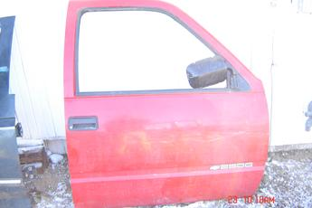 1988 1989 1990 1991 1992 1993 1994 Chevrolet Right Side Manuel OEM Door, overall good condition, red exterior & red interior.