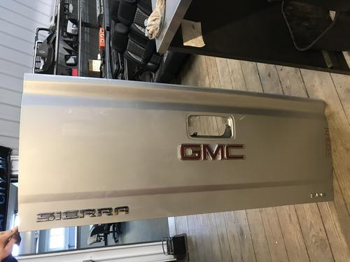 2014 2015 2016 2017 2018 GMC TAILGATE SHELL. ONE SMALL DING ON TOP RAIL. RUST FREE #14805