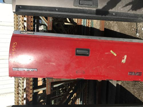 1988 1989 1990 1991 1992 1993 1994 1995 1996 1997 1998 GMC TAILGATE. SMALL DING ON LEFT HALF. RUST STARTING ON SEAM