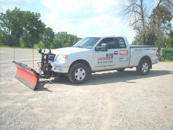 SOUTHERN TRUCK EQUIPMENT IS YOUR BOSS SNOWPLOW DISTRIBUTOR SELLING BOSS STRAIGHT PLOWS, BOSS V PLOWS, UTILITY VEHICLE SNOWPLOWS, SALT SPREADERS, SALT THROWERS.  CALL 810-724-2357 WITH ANY QUESTIONS.